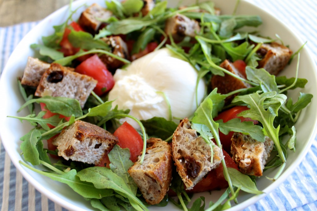 Heirloom Tomato and Buratta Panzanella Salad Recipe l www.littlechefbigappetite.com