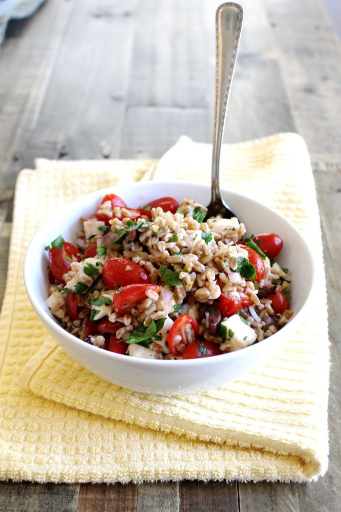 Summer Farro Salad with Cherry Tomatoes and Mozzarella ll A healthy and filling vegetarian salad that's perfect for meal prep and potlucks! ll www.littlechefbigappetite.com
