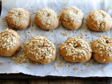 These Homemade Whole Wheat Bagels are easier to make than you'd expect and only take one hour! Try them for Sunday brunch this weekend! ll www.littlechefbigappetite.com