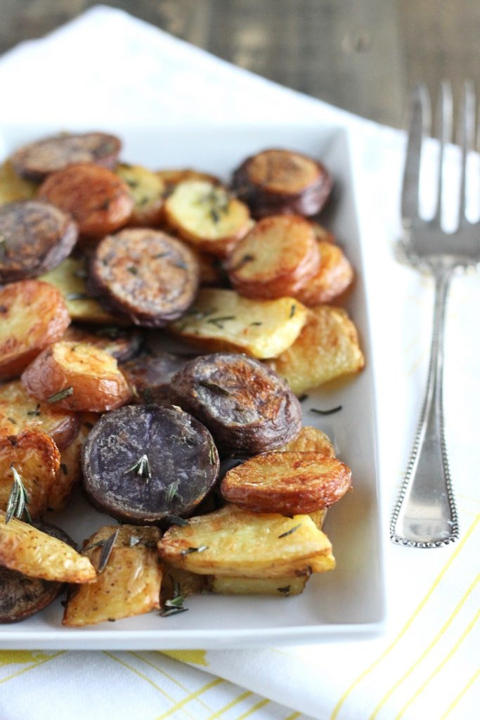 Extra Crispy Roasted Potatoes. Such a delicious side dish recipe! ll www.littlechefbigappetite.com