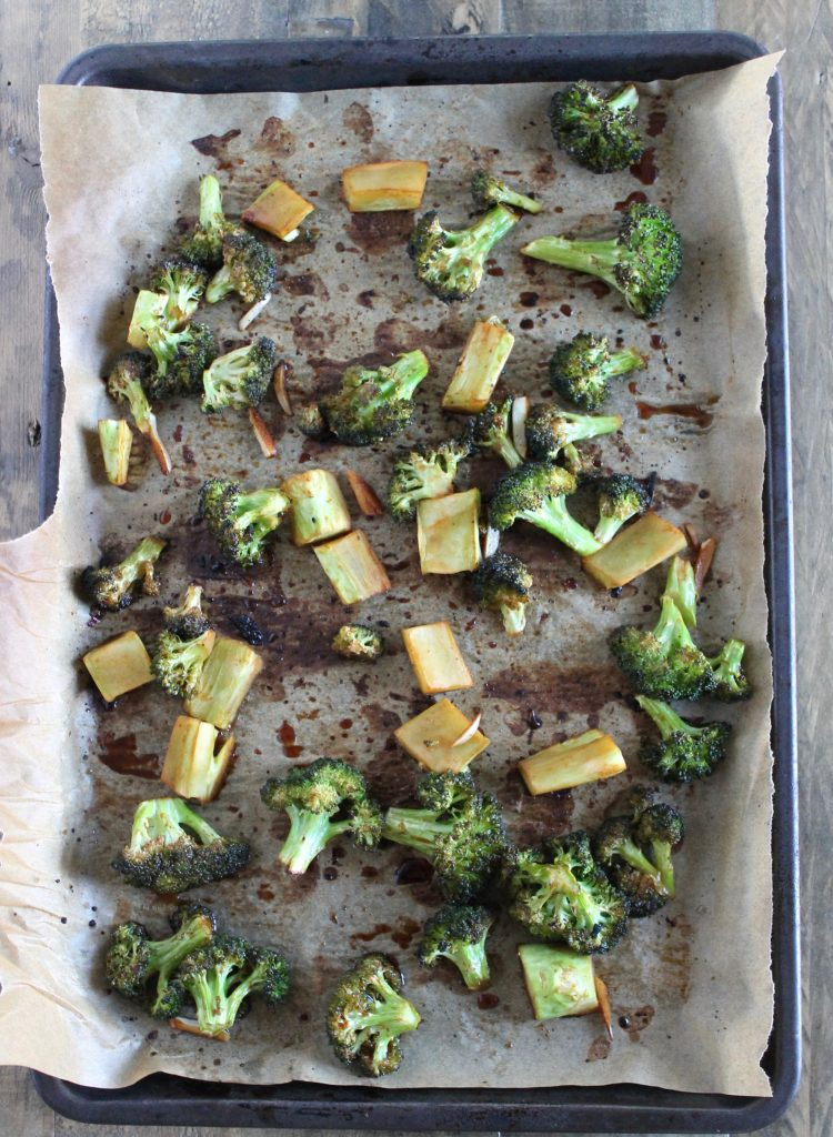 If you love sriracha, then you'll love this Sriracha Roasted Broccoli Recipe! Healthy side dish recipe that takes just 20 minutes to make. ll Vegan, Low Sugar, Low Carb, with a Gluten-Free Option ll healthy side dish, healthy broccoli recipe, sriracha broccoli. ll www.littlechefbigappetite.com