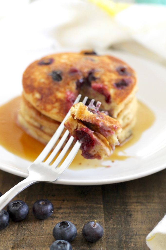 The Most Delicious Gluten-Free Lemon-Blueberry Pancakes! ll Fluffy and packed with fresh lemon-blueberry flavor in every bite! ll www.littlechefbigappetite.com