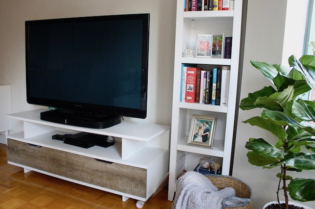 NYC Apartment Tour: Living Room with White Bookcase, White TV Stand