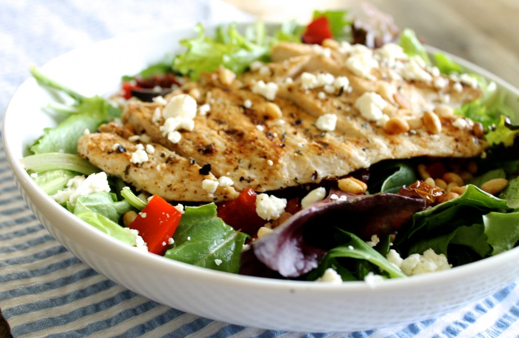 Healthy Spring Salad with Homemade Lemon Vinaigrette. A light and refreshing recipe for spring and summer! ll www.littlechefbigappetite.com